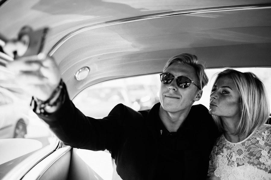 Wedding photographer Vasiliy Tikhomirov (BoraBora). Photo of 23.10.2014