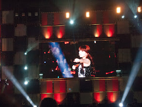 Photo: Suzy performing 'Tell Me'
