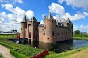 Замок Muiderslot