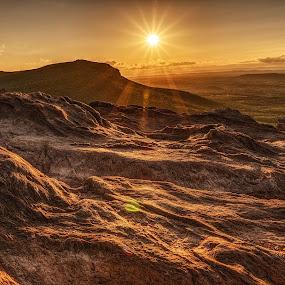 Hanging rock by Jeremy Yoho - Landscapes Sunsets & Sunrises ( mountain, sunset, vista, rock, view, sunrise )