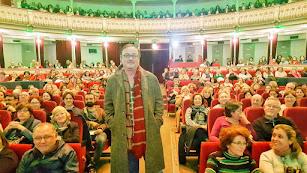 Manuel Martín Cuenca, en un Teatro Cervantes lleno.