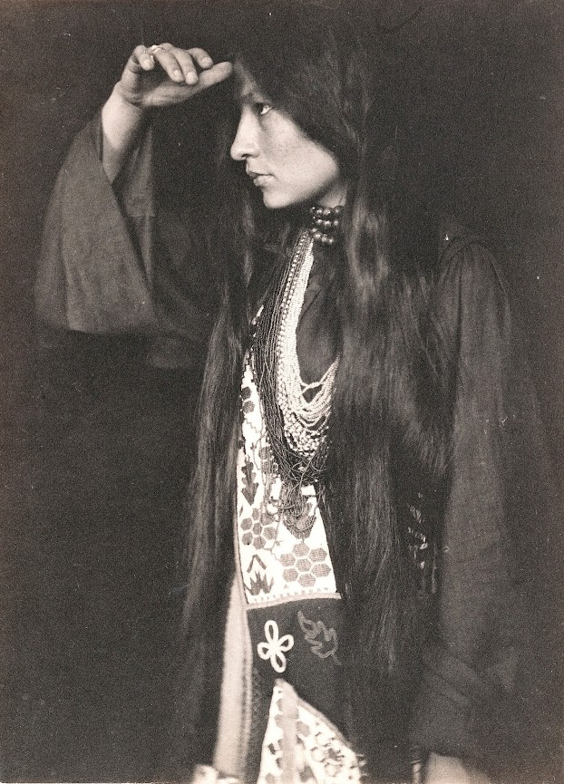 Zitkala Sa in tribal dress and western clothing, clearly identifying the two worlds in which this woman lived and worked