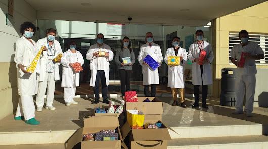 Agroponiente entrega juguetes y regalos a los niños del Hospital Torrecárdenas