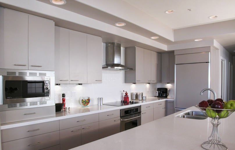 Panele ścienne szklane w kuchni zamiast płytek