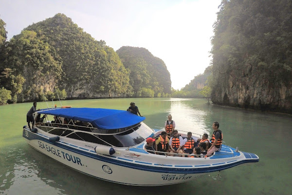 Cruise by speed boat around the Hong Lagoon
