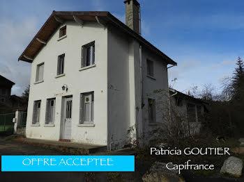maison à Saint-Julien-la-Vêtre (42)