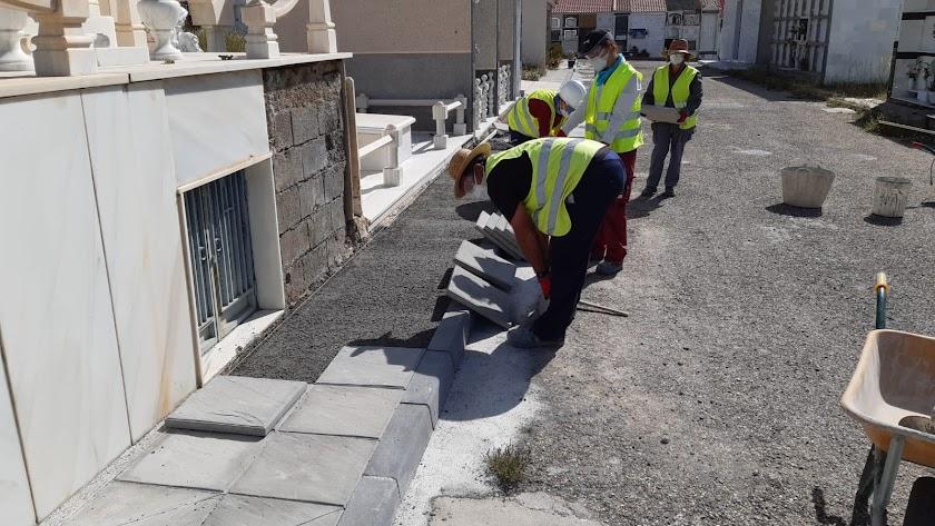 Obras en Olula del Río que se han reactivado a través del Plan de Fomento del Empleo Agrario que gestiona la Diputación.