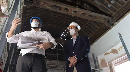Alfredo Garrido, arquitecto encargado de la rehabilitación del Hospital Provincial, y Fernando Giménez, diputado provincial de Presidencia