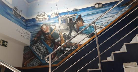 Un grafiti en la lonja para imaginar la vida en un barco pesquero