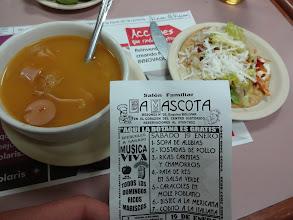 Photo: Kantýna La Mascota. Funguje to asi takle: Kupuje se jenom pivo nebo alkohol a jídlo vám dávaj grátis. Na výběr ze sedmi věcí - začli jsme pivem a polívkou