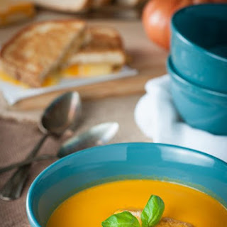 Creamy Roasted Tomato And Garlic Soup (heirloom).