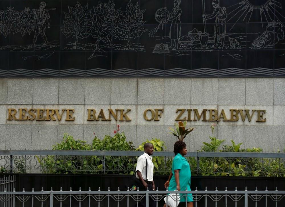 Zimbabwe se ekonomie is in 'n skerp inkrimping omdat inflasie 300% tref