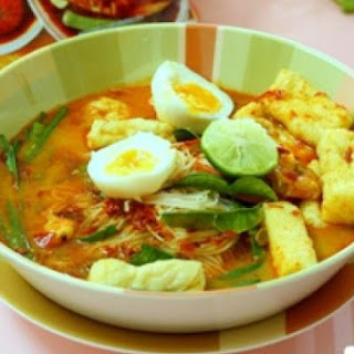 Mee Siam (Spicy Rice Vermicelli)