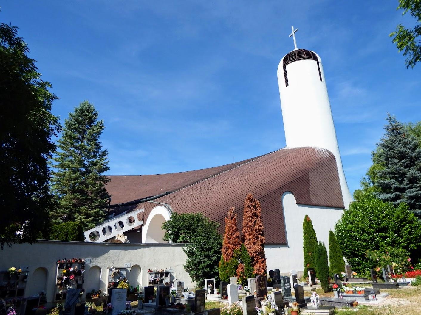 Győr-Nádorváros - Szentlélek rk. templom a nádorvárosi köztemetőnél