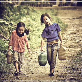 Happy working by Subroto Mukherjee - News & Events World Events ( work, child labour, child, hills, smile )