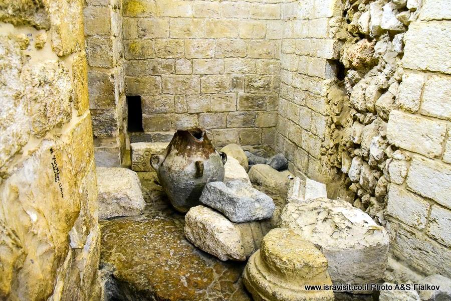 Археологические находки в крипте церкви Венчания в Кане Галилейской. Экскурсии по Святой земле.