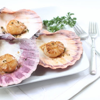 Pan Seared Diver Scallops with White Wine Sauce