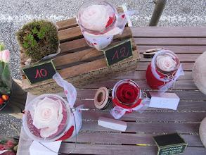 Photo: photos des bocaux (contenant) avec roses stabilisées