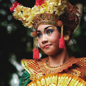 the legong by Yoga Amerta - People Musicians & Entertainers ( bali, art, traditional, dance, people, culture, dancer )