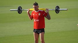 Darwin Núñez entrenando en el Estadio Mediterráneo.
