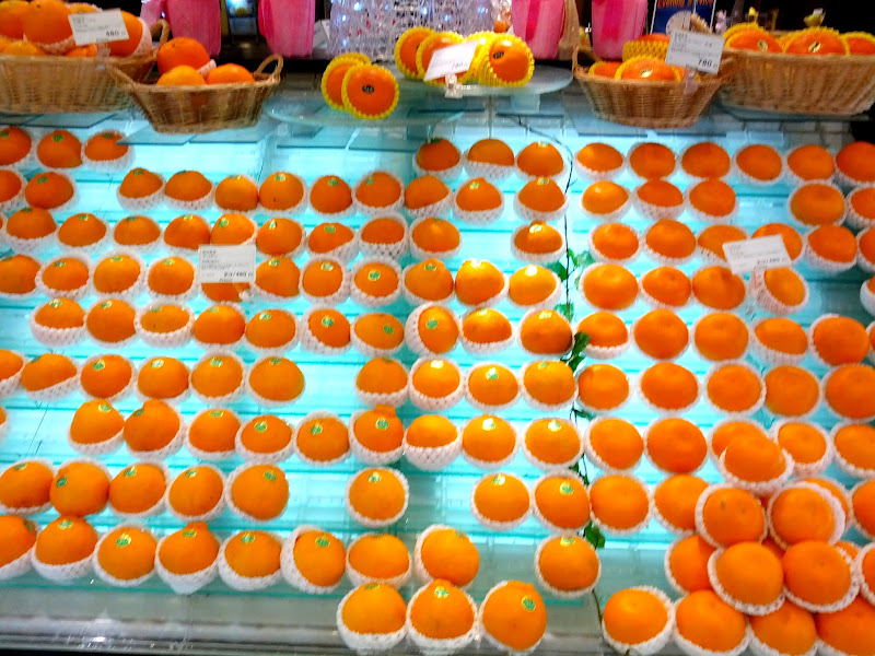 Photo: Orange display at a Tokyo supermarket. Note each is individualy wrapped in a foam sleeve.