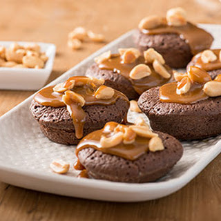 Mini Brownies Met Pinda's En Karamelsaus