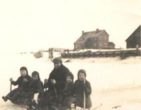 Photo: Op de rivier bij de Kaai opa Duur met de kinderen van de boer