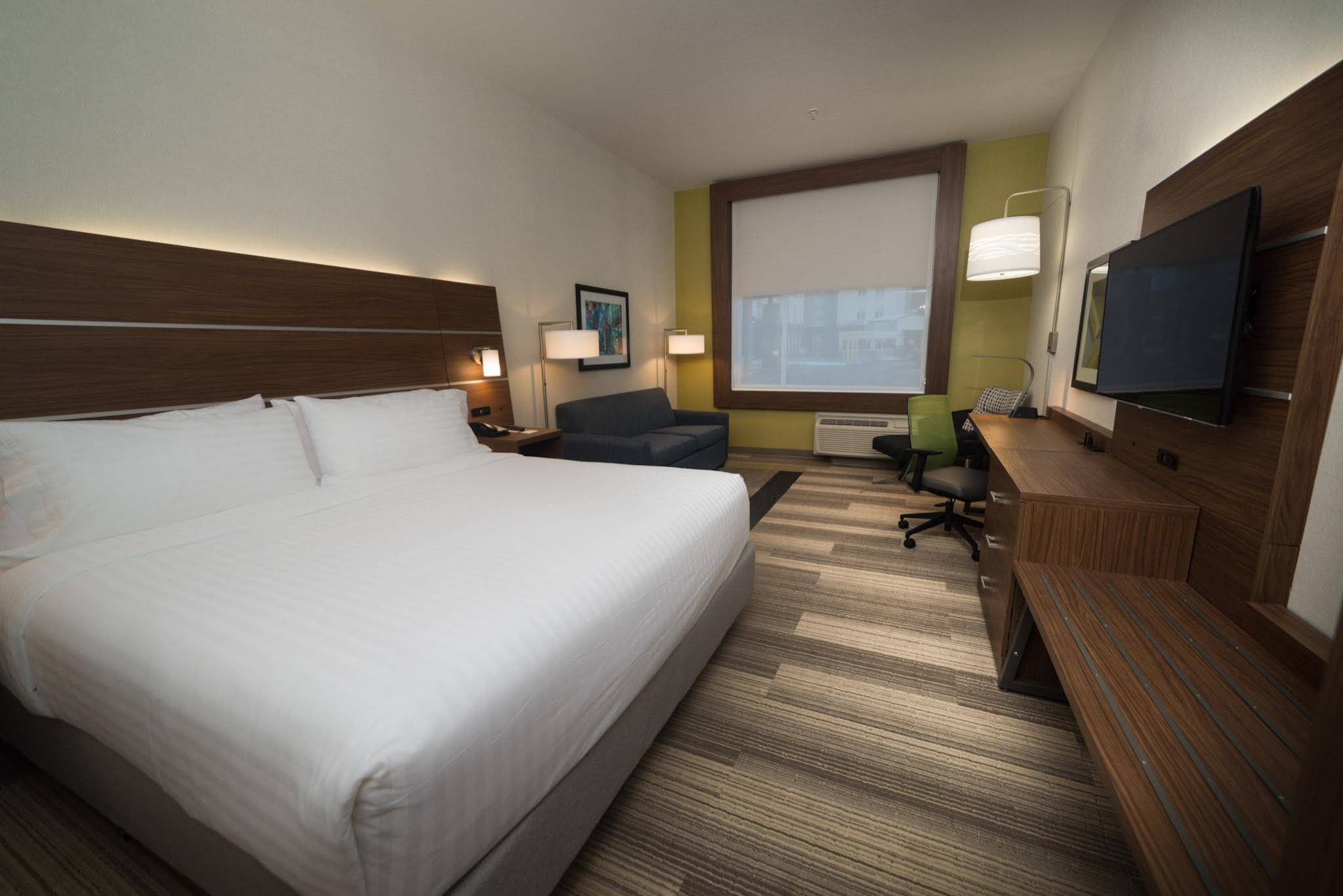 Holiday Inn Express and Suites WEST EDMONTONMALL AREA