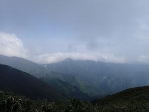 鎌ヶ岳は雲に覆われ