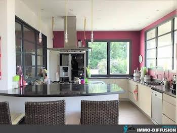 Maison 10 pièces 230 m2