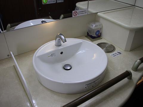 JR九州バス「広福ライナー」 4554 パウダールーム_02