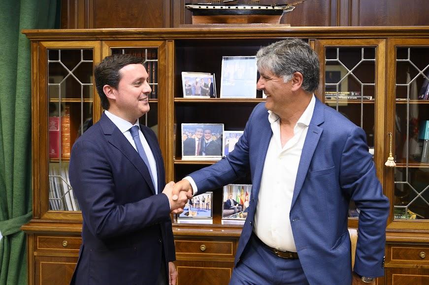 En el despacho de Javier Aureliano García.