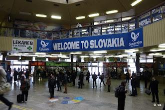 Photo: bratislava: ankunftshalle des hauptbahnhofs der slowakischen hauptstadt
