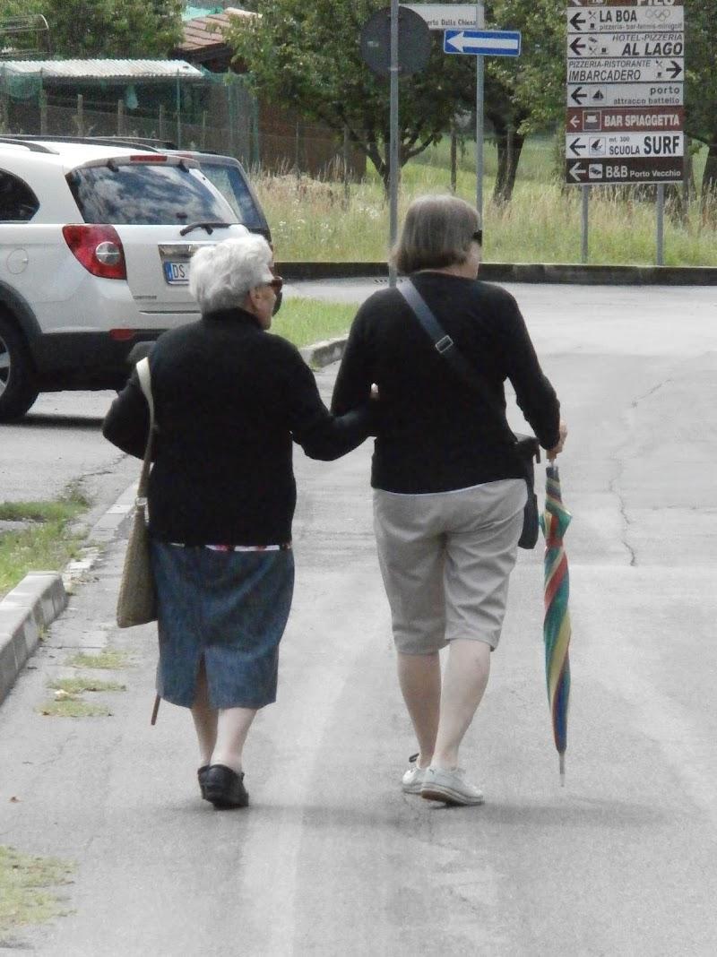 Madre e figlia,due generazioni a braccetto di Renato Teodori