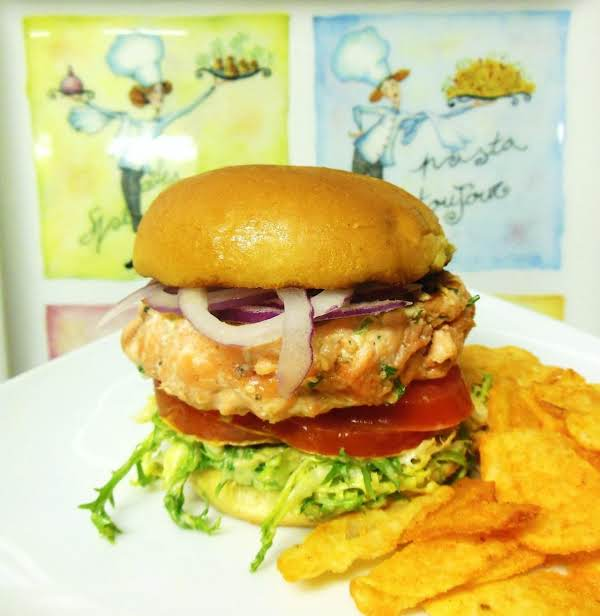 3 Cuisine Grilled Mini Salmon Burgers