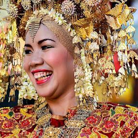 Tawa Kebahagiaan by Taufik T KamaMoto - Wedding Bride