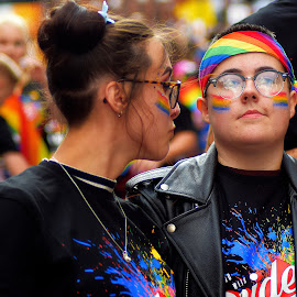 A  cplourful  spectacle by Gordon Simpson - People Street & Candids