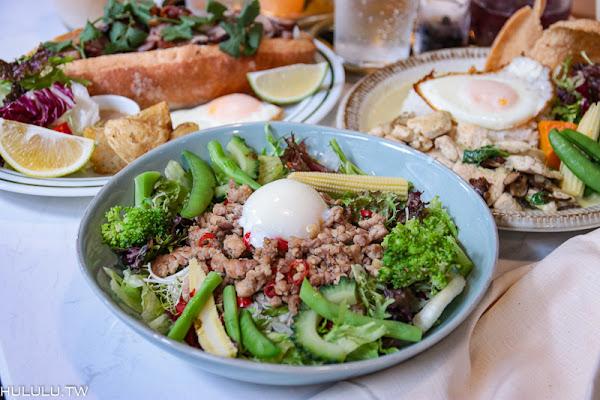 早午餐『BON』越泰風味早午餐新上市~草莓酸甜季來啦~|早午餐|甜點|招牌法式吐司