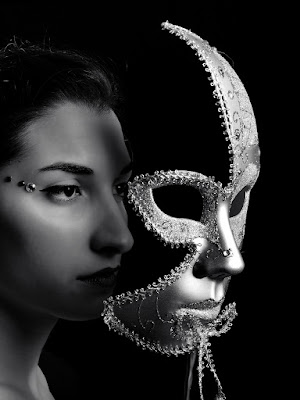 Dietro la maschera... di leonardo valeriano