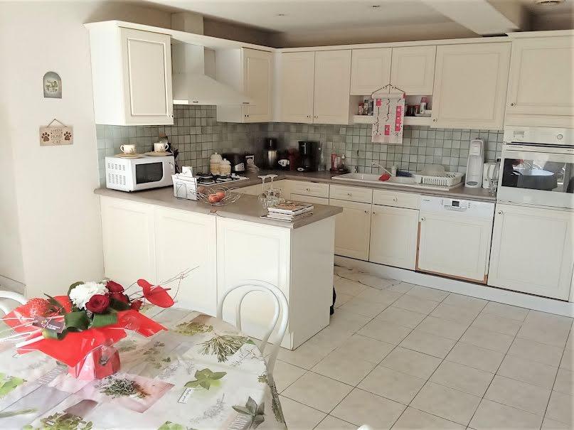 Vente maison 5 pièces 154 m² à Saint-Barthélemy-Lestra (42110), 282 000 €