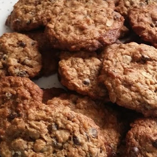 Vegan Chocolate Chip, Oatmeal, and Nut Cookies.
