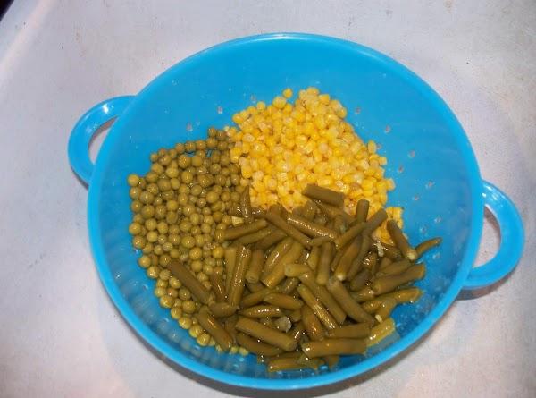 Drain the corn , peas and green beans.