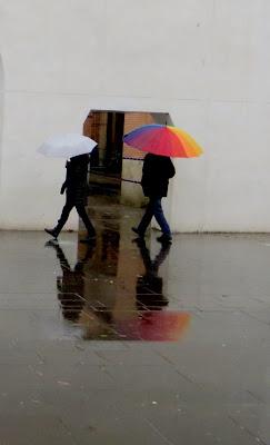 pioggia e ombrello arcobaleno di mariellaturlon