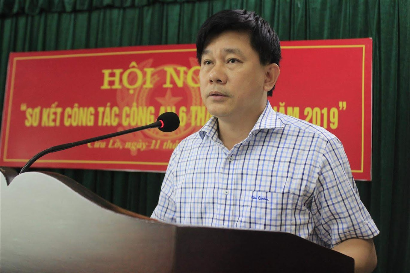 Đồng chí Võ Văn Hùng, Phó Chủ tịch UBND Thị xã Cửa Lò phát biểu chỉ đạo tại Hội nghị