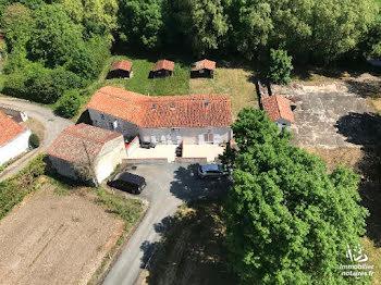 maison à Doeuil-sur-le-Mignon (17)