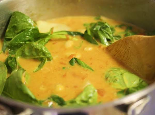 Spinach & Chickpea Coconut Curry Recipe