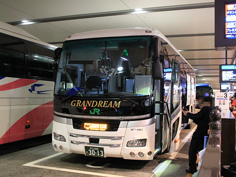 JRバス関東「グランドリーム30号」 H677-14423 大阪駅JR高速バスターミナル改札中