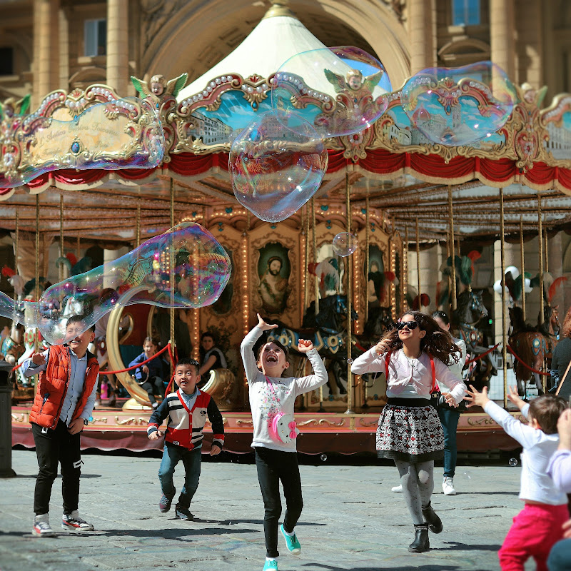 Bubble Games in the center of Florence di ivano_cotarelli