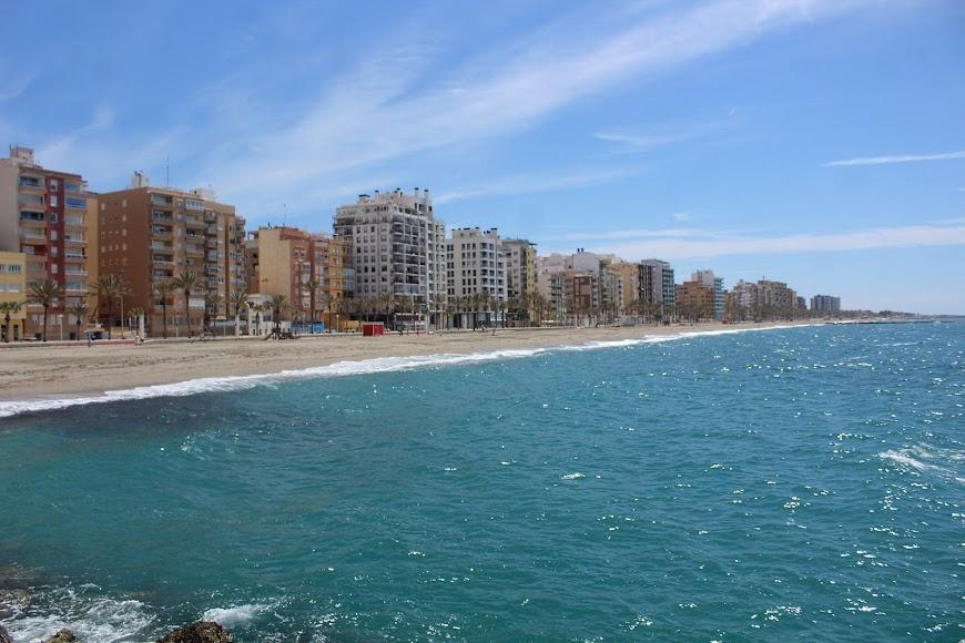 Almería, vista marítima de la ciudad.