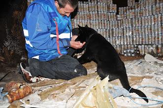 Photo: Ikita finner Jan Ståle inni den mørke siloen.